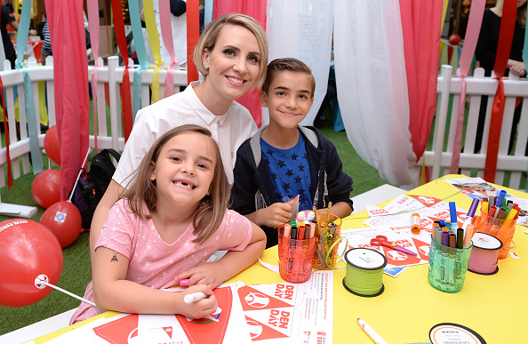 Art And Craft「Claire Richards Takes Part In Den Day Fundraising Activities At Westfield London」:写真・画像(9)[壁紙.com]