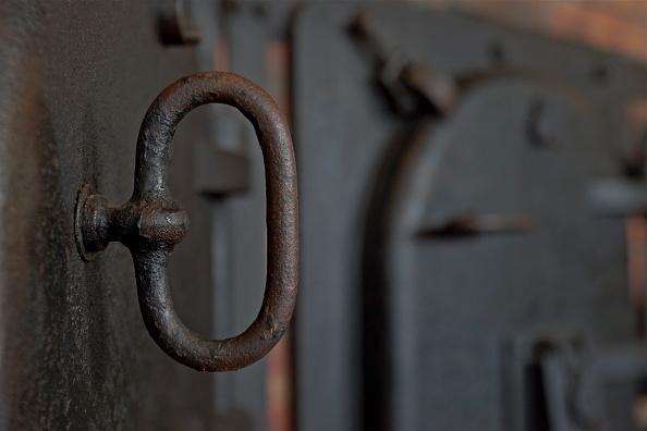 Richard Blanshard「Crematorium Oven At Buchenwald」:写真・画像(7)[壁紙.com]