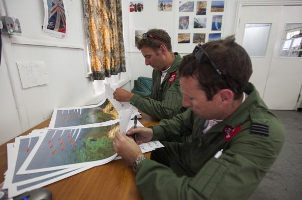 Republic Of Cyprus「The Red Arrows RAF Display Team Conduct Training Exercises Ahead Of Their Season」:写真・画像(8)[壁紙.com]
