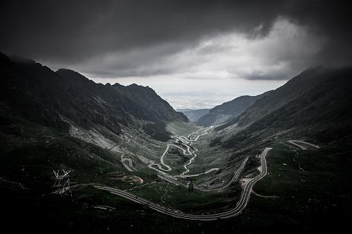 Carpathian Mountain Range「Moody sky and mountain landscape at Transfagarasan road, Transylvania, Romania」:スマホ壁紙(10)