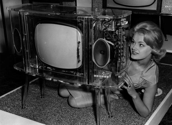 Transparent「Perspex Television」:写真・画像(11)[壁紙.com]