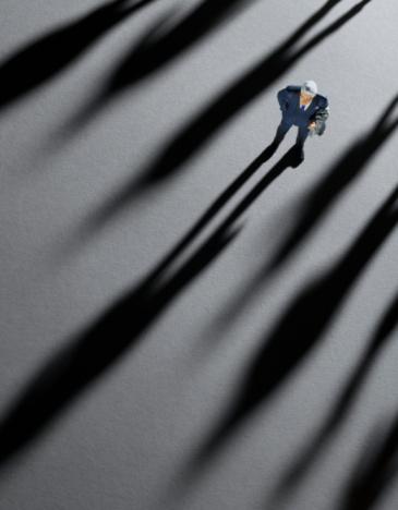 Vertical「Figurine Businessman crowded by shadows」:スマホ壁紙(10)