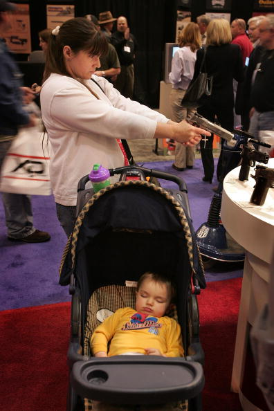 Missouri「Gun Enthusiasts Gather At NRA Annual Meeting」:写真・画像(14)[壁紙.com]