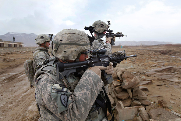 Josh Taylor「Soldiers Patrol Sar Hawza District Of Afghanistan」:写真・画像(0)[壁紙.com]