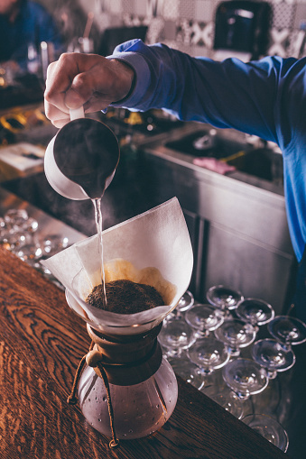Hipster - Person「Barista making filter coffee」:スマホ壁紙(5)