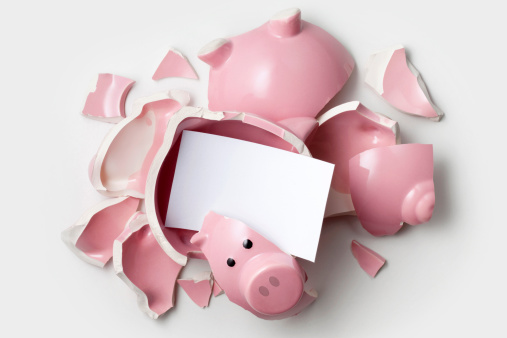 Broken「Savings. Broken piggy bank with blank note.」:スマホ壁紙(3)