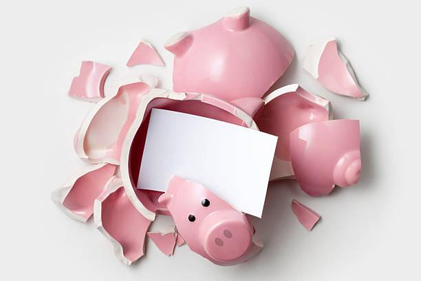 Savings. Broken piggy bank with blank note.:スマホ壁紙(壁紙.com)