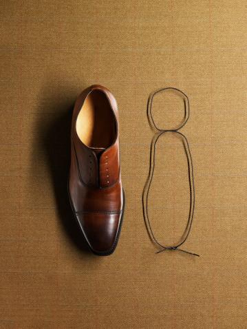 Shoelace「Men's shoe next to tied shoelace」:スマホ壁紙(16)