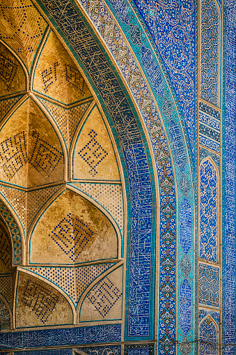 Iranian Culture「Famous tilework at Jameh or Friday Mosque of Isfahan, Iran」:スマホ壁紙(18)