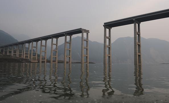 Bridge - Built Structure「Death Toll Rises As Rescue Efforts Continue」:写真・画像(16)[壁紙.com]