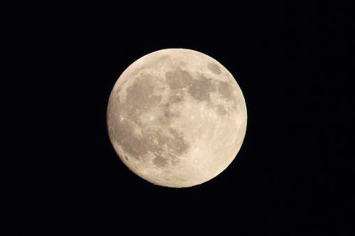 月「満月」:スマホ壁紙(18)