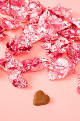 バレンタイン「チョコレートと皮」:スマホ壁紙(1)