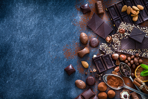 Cinnamon「Chocolate assortment and cocoa powder with copy space shot from above」:スマホ壁紙(6)