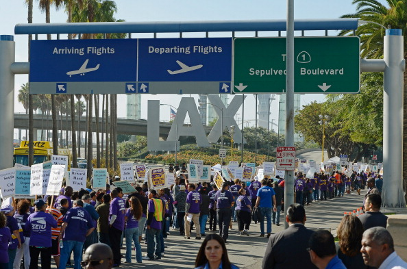 LAX Airport「Service Employees Union Protest Outside LAX On Day Before Thanksgiving」:写真・画像(18)[壁紙.com]