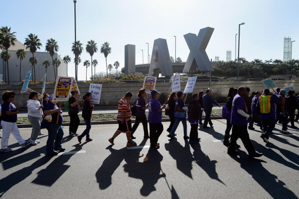 LAX Airport「Service Employees Union Protest Outside LAX On Day Before Thanksgiving」:写真・画像(14)[壁紙.com]