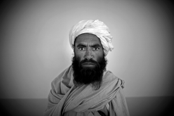 Surrendering「Taliban Militants Surrender In Herat Province」:写真・画像(13)[壁紙.com]