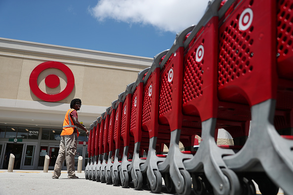 Employee「Target Second Quarter Earnings Soar Over 17 Percent」:写真・画像(5)[壁紙.com]
