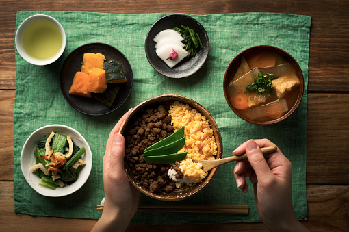 Japanese Food「Chicken soboro and scrambled eggs and tepary bean with Bowl of rice dishes.」:スマホ壁紙(1)