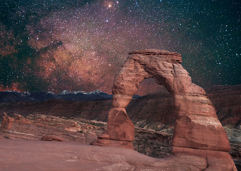 Utah「Delicate Arch with Milky Way Arches National Park Utah Night」:スマホ壁紙(5)