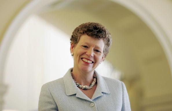 カメラ目線「BP's Vivienne Cox Wins Veuve Clicquot Business Woman Of The Year Award」:写真・画像(8)[壁紙.com]
