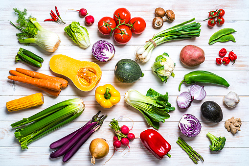 Asparagus「Fresh organic vegetables shot from above on white table」:スマホ壁紙(4)