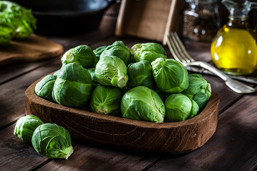 Plank - Timber「Fresh organic Brussels sprouts shot on rustic wooden table」:スマホ壁紙(12)