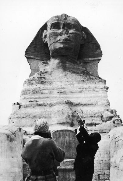 Cultures「Louis Armstrong Plays For Sphinx Of Ghiza, Egypt, 1950s.」:写真・画像(19)[壁紙.com]