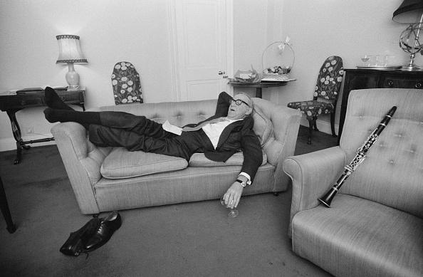 Sofa「Tired Musician」:写真・画像(12)[壁紙.com]