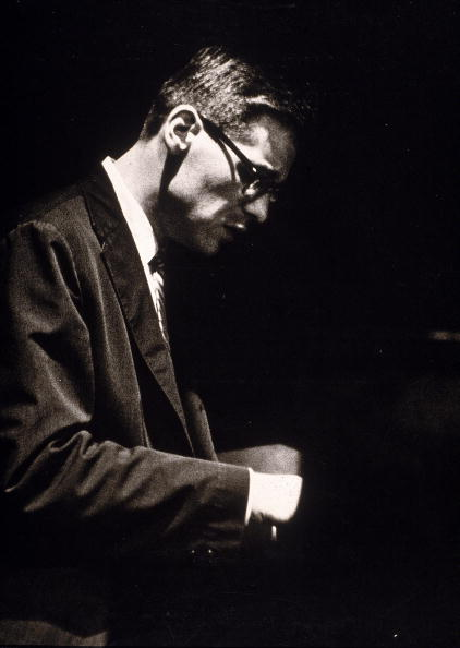 ジャズ「Jazz Pianist Bill Evans Performs In Profile」:写真・画像(9)[壁紙.com]