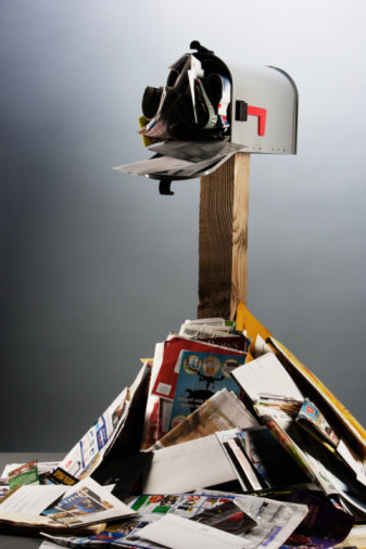Wooden Post「Mailbox with junk mail overflowing」:スマホ壁紙(14)