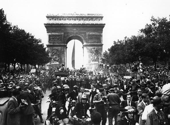 Arc de Triomphe - Paris「De Gaulle Rejoices」:写真・画像(7)[壁紙.com]