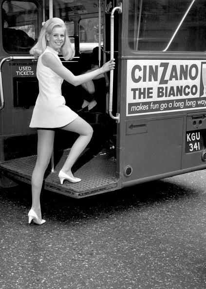 1960~1969年「Climbing On Bus」:写真・画像(15)[壁紙.com]
