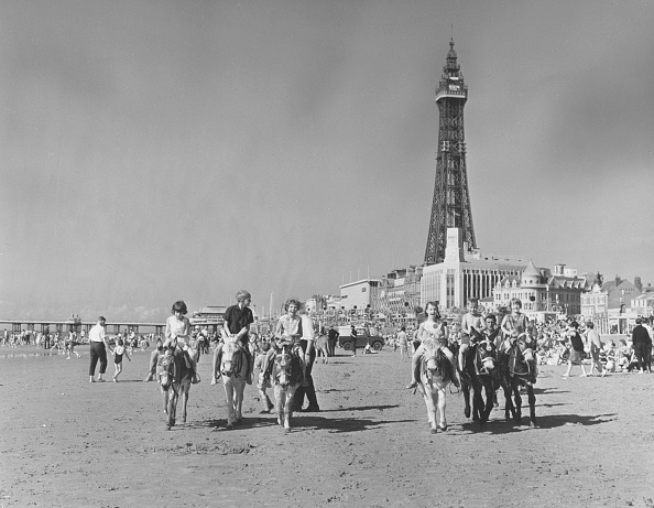 George Freston「Blackpool Beach」:写真・画像(2)[壁紙.com]