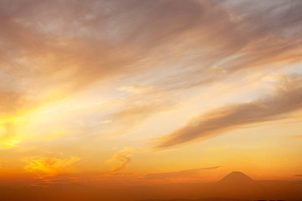 Sunset with Mt. Fugi in the distant:スマホ壁紙(壁紙.com)