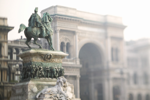 Piazza Del Duomo - Milan「Statue and Galleria Vittorio Emanuele II, Milan, Italy」:スマホ壁紙(17)