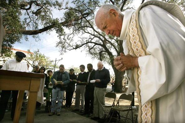 Religious Mass「New Orleans Church Celebrates Mass Outdoors」:写真・画像(8)[壁紙.com]