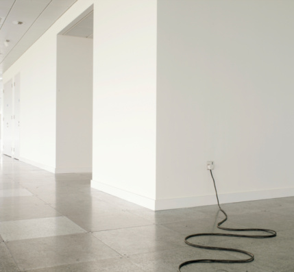 Cable「Flex plugged into socket in office corridor」:スマホ壁紙(5)