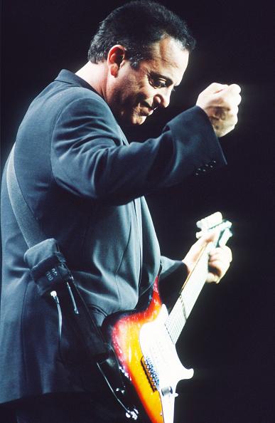 爪弾く「Billy Joel」:写真・画像(4)[壁紙.com]
