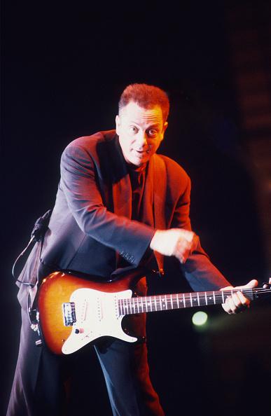 爪弾く「Billy Joel」:写真・画像(6)[壁紙.com]