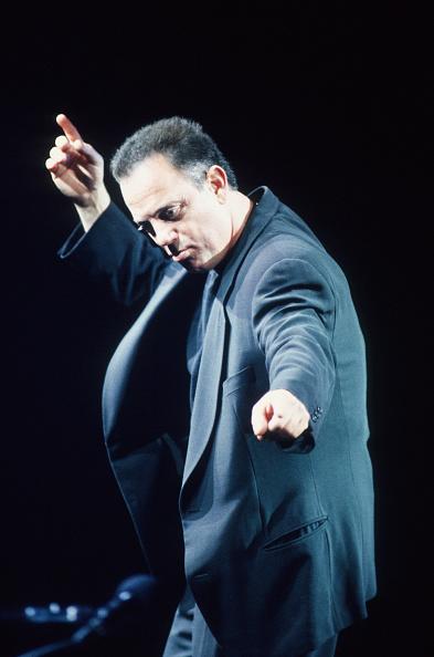 Plucking An Instrument「Billy Joel」:写真・画像(4)[壁紙.com]