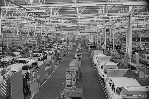 Automobile Industry「Jaguar Factory Hit By Power Cuts」:写真・画像(2)[壁紙.com]