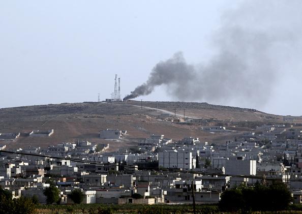 Stringer「Refugees Flee Kobane As IS Forces Battle Kurdish Resistance」:写真・画像(7)[壁紙.com]