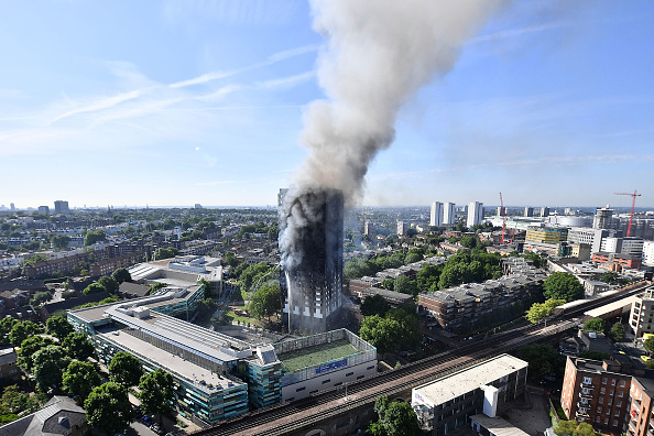 英国 ロンドン「24-Storey Grenfell Tower Block On Fire In West London」:写真・画像(14)[壁紙.com]