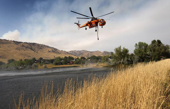 John Moore「Wild Fire Threatens Homes And Forces Evacuations Near Boulder, Colorado」:写真・画像(18)[壁紙.com]