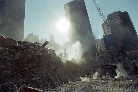 Stack「Workers Continue Clean-Up at Ground Zero」:写真・画像(16)[壁紙.com]