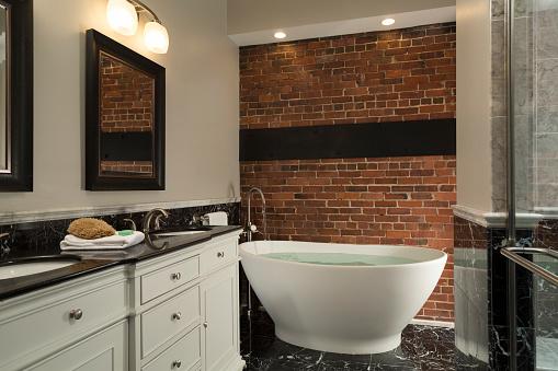 Brick Wall「Bathtub and Shower Luxury Bathroom」:スマホ壁紙(9)
