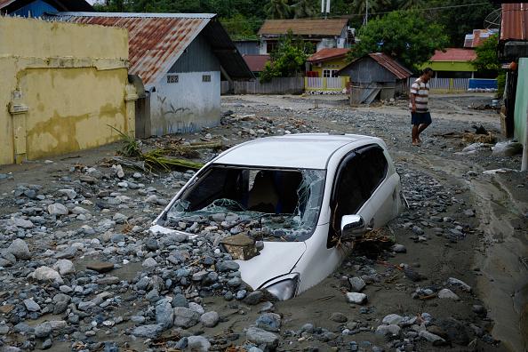 座る「Flash Floods Hit Indonesia's Papua Province」:写真・画像(0)[壁紙.com]