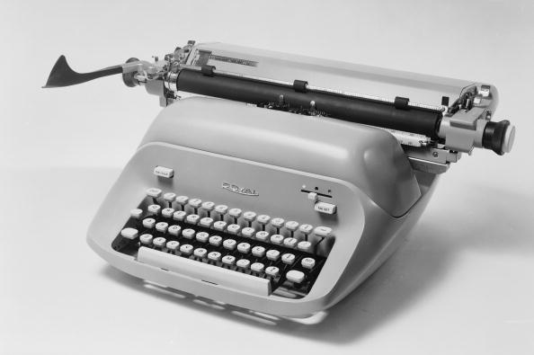 Typewriter「Royal Typewriter」:写真・画像(2)[壁紙.com]