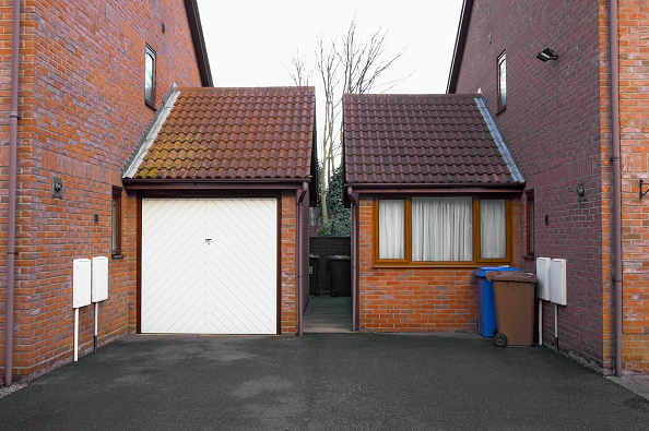 Finance and Economy「New garage extension and entrance on a side of houses.」:写真・画像(0)[壁紙.com]