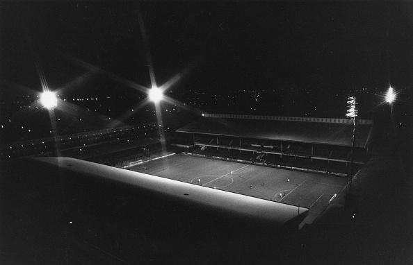Stadium「Floodlit Upton Park」:写真・画像(7)[壁紙.com]
